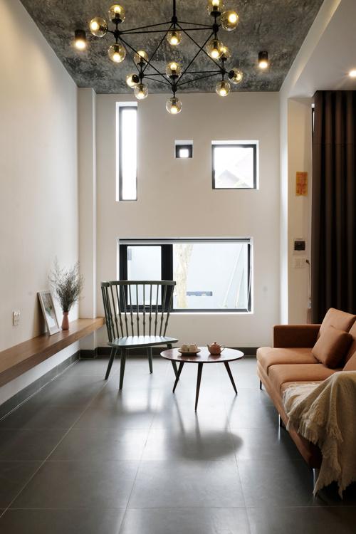 Mặt tiền nhà ống 2 tầng nhiều cửa sổ đủ kích cỡ ở Buôn Ma Thuột - Nhà Đẹp Số (5)