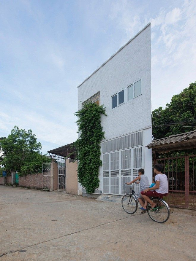 Amazing 3-storey house on the sloping land near Hanoi - Beautiful House Number (1)
