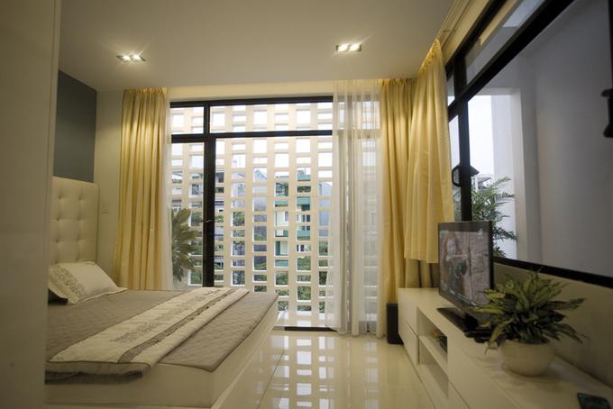 Ngôi nhà ống 3 tầng ghi điểm với hệ thống lam mặt tiền - Nhà Đẹp Số (12)