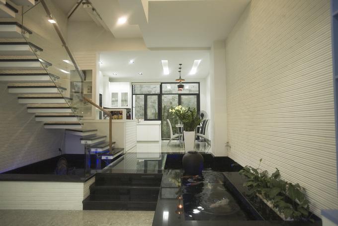 Ngôi nhà ống 3 tầng ghi điểm với hệ thống lam mặt tiền - Nhà Đẹp Số (3)