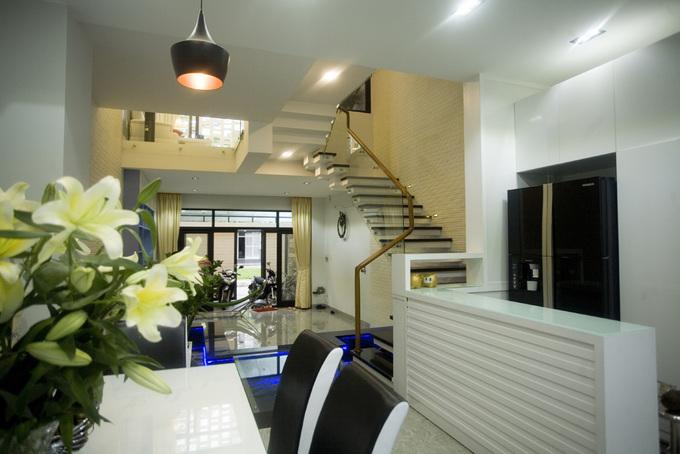 Ngôi nhà ống 3 tầng ghi điểm với hệ thống lam mặt tiền - Nhà Đẹp Số (6)