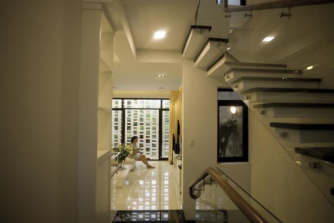 Three-storeyed house with scorecard system - Beautiful House No. (9)