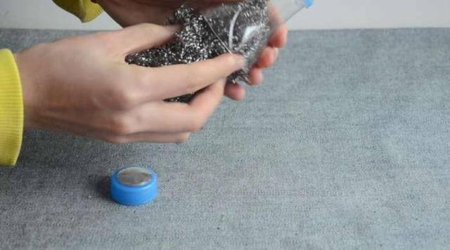 Tự chế dụng cụ cọ nồi không đau tay bằng các nguyên liệu rẻ tiền - Nhà Đẹp Số (6)