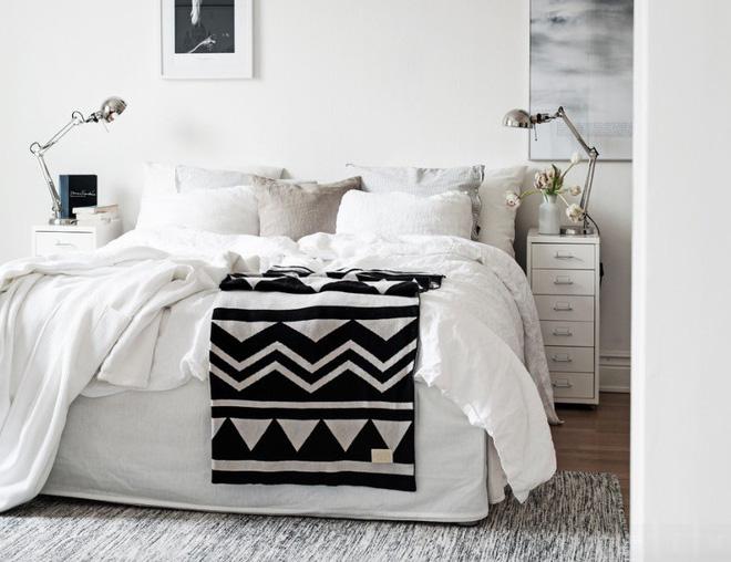 10 tuyệt chiêu giúp không gian phòng ngủ nhỏ trở nên rộng rãi bất ngờ - Nhà Đẹp Số (1)