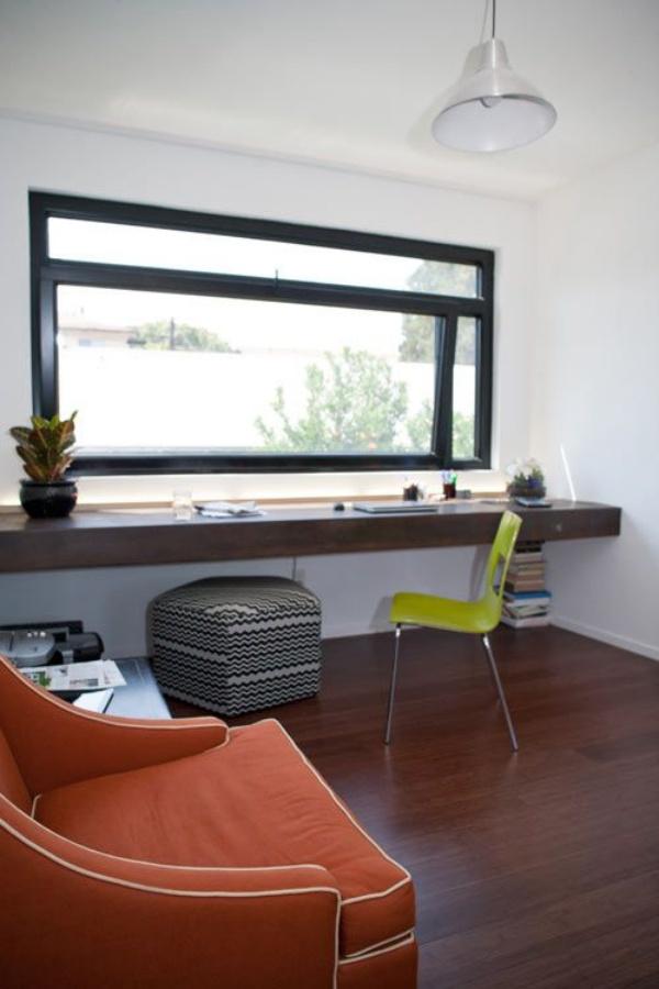 Nhấn nhá bằng ghế ngồi sắc màu cho góc làm việc thêm rực rỡ.