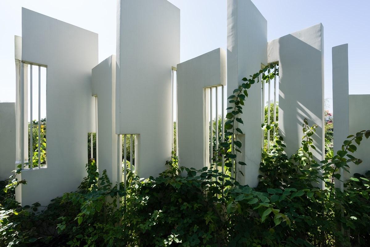 Ngẩn ngơ trước biệt thự sân vườn với khoảng sân vườn cực rộng rãi ở Đà Nẵng - Nhà Đẹp Số (10)