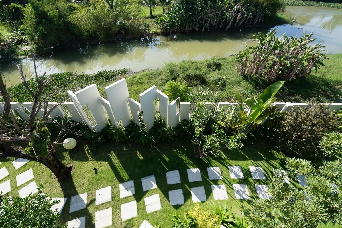 Ngẩn ngơ trước biệt thự sân vườn với khoảng sân vườn cực rộng rãi ở Đà Nẵng - Nhà Đẹp Số (8)
