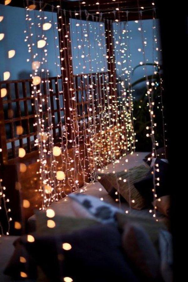 Những mẫu ban công đẹp lung linh nhờ trang trí với đèn - Nhà Đẹp Số (11)