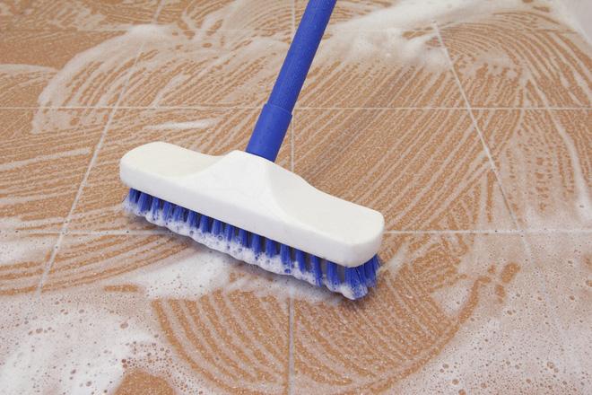 Sàn nhà sạch bong nhờ các mẹo vặt đơn giản ai cũng làm được - Nhà Đẹp Số (1)