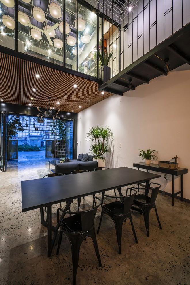 Ngôi nhà ống đẹp với mặt tiền sắt thép được cải tạo từ xưởng gỗ ở Đà Nẵng - Nhà Đẹp Số (8)