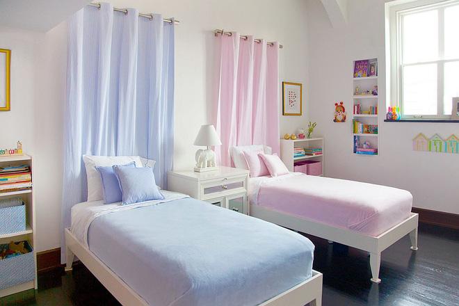 Cách thiết kế đối xứng trong phòng ngủ chung cho bé trai và bé gái