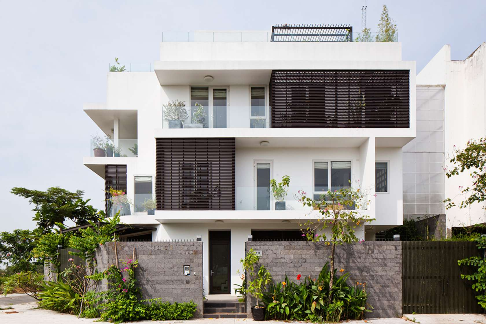 Western Newspaper compliment the words of the 3-storey townhouse with beautiful garden in Saigon - Beautiful House Number (1)
