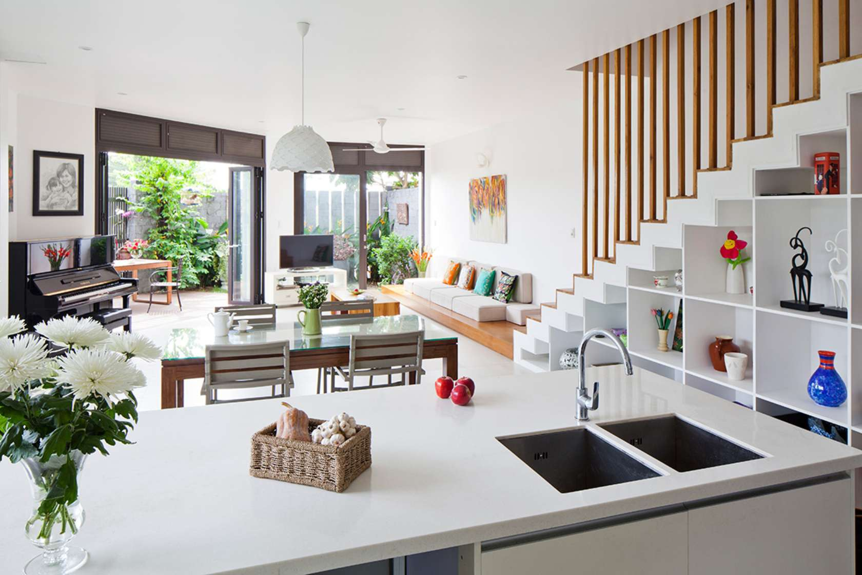 Newspaper of the West praised the words of 3-storey townhouse with beautiful garden in Saigon - Beautiful House No. (10)