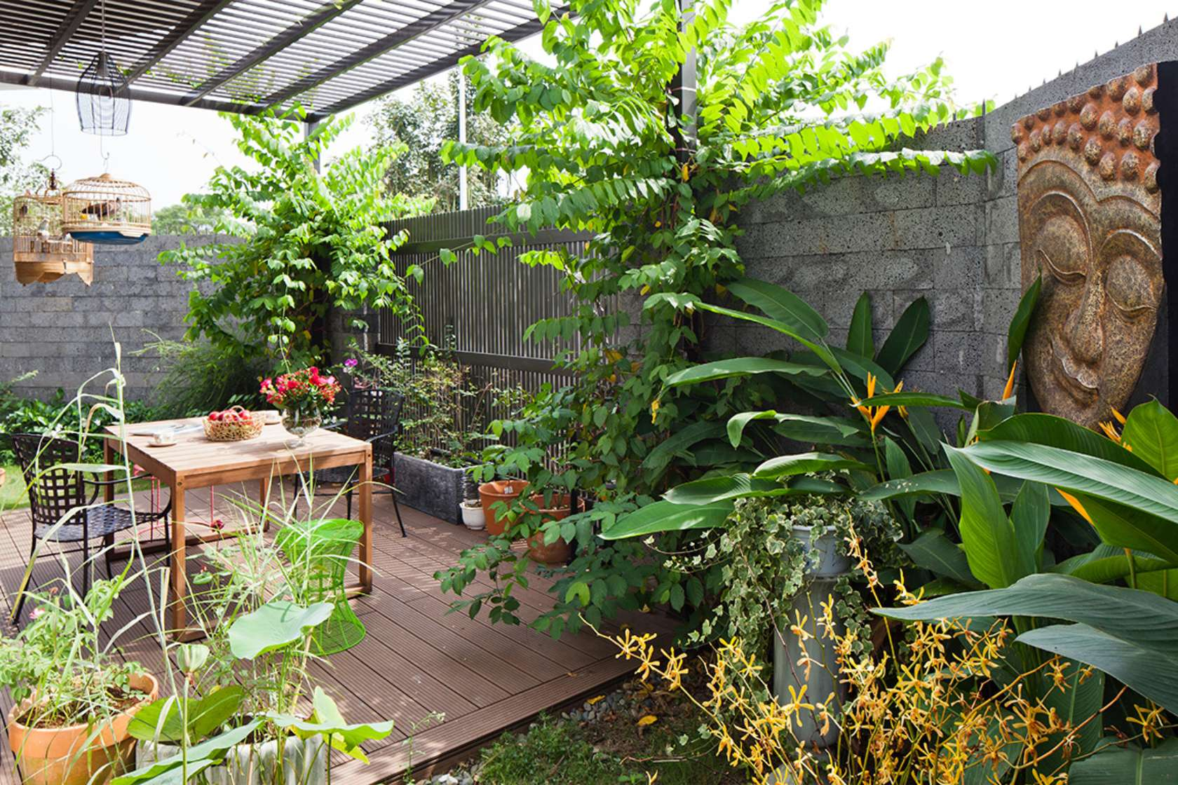 Newspaper of the West praised the words of 3-storey townhouse with beautiful garden in Saigon - Beautiful House No. (7)