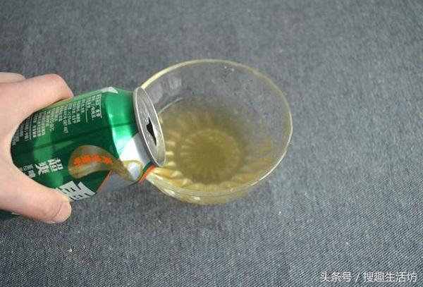Tự chế nước lau kính an toàn chỉ bằng bia uống thừa và muối - Nhà Đẹp Số (1)