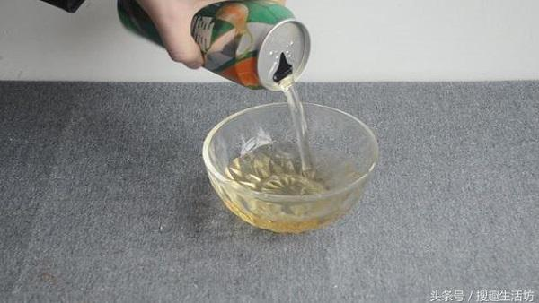 Tự chế nước lau kính an toàn chỉ bằng bia uống thừa và muối - Nhà Đẹp Số (2)