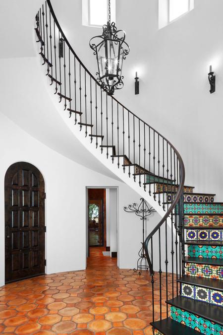 3 lí do nên chọn gạch bông lát cầu thang cho nhà ở - Nhà Đẹp Số (3)