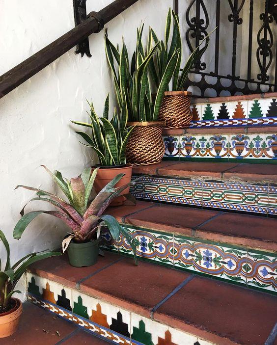 3 lí do nên chọn gạch bông lát cầu thang cho nhà ở - Nhà Đẹp Số (4)