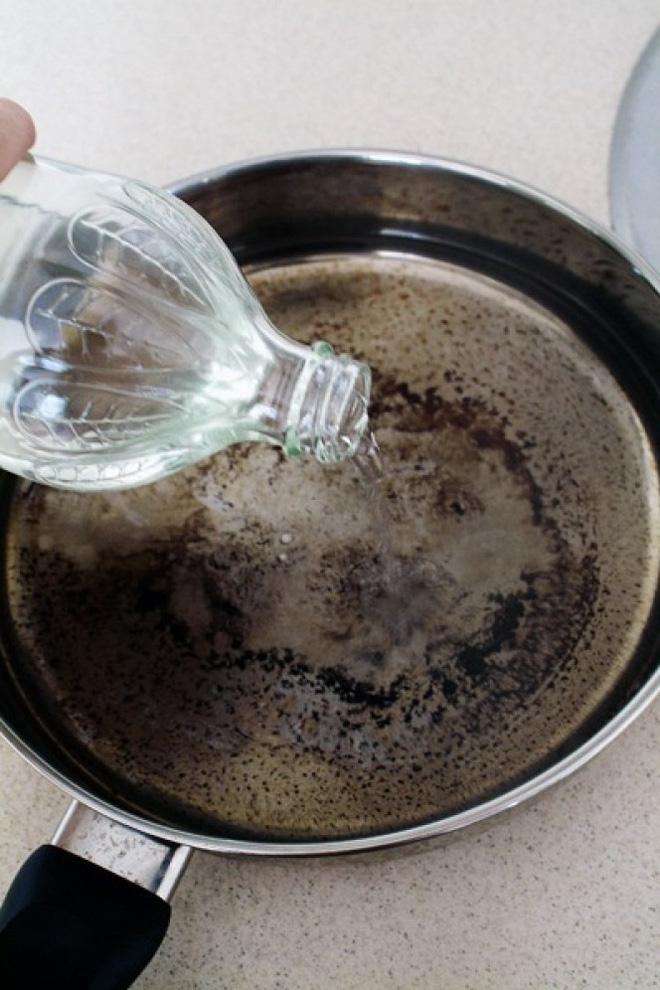 5 mẹo vặt làm sạch xoong, nồi bẩn - Nhà Đẹp Số (3)