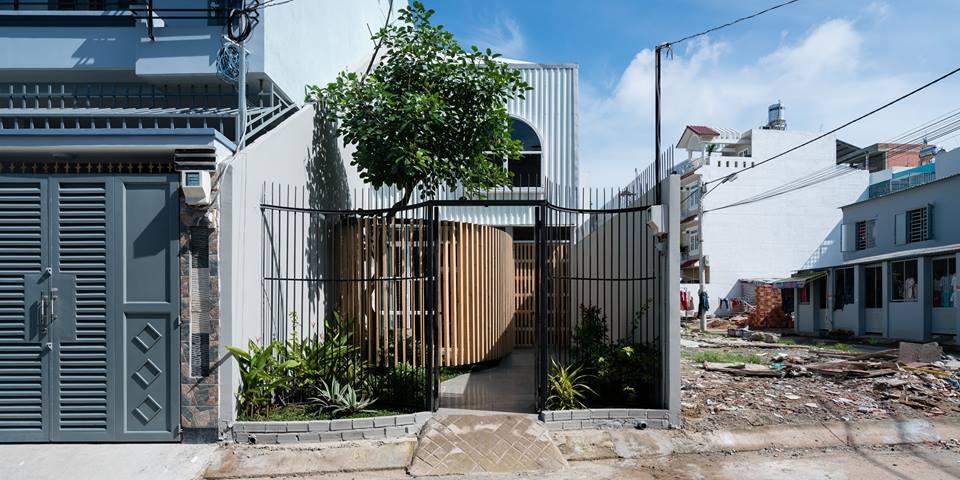 Công trình nhà phố 2 tầng ở quận 9 với điểm nhấn gỗ mộc - Nhà Đẹp Số (1)