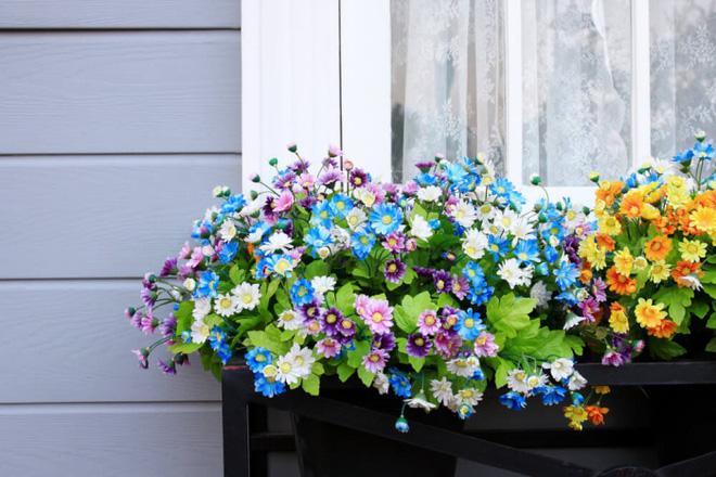 Trang trí ban công bằng hoa tươi - ý tưởng chưa bao giờ lỗi mốt - Nhà Đẹp Số (8)