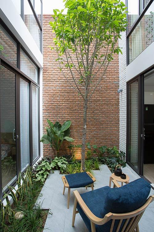 Ấn tượng nhà phố 2 tầng ở Hòa Xuân Đà Nẵng với mặt tiền kính - Nhà Đẹp Số (29)