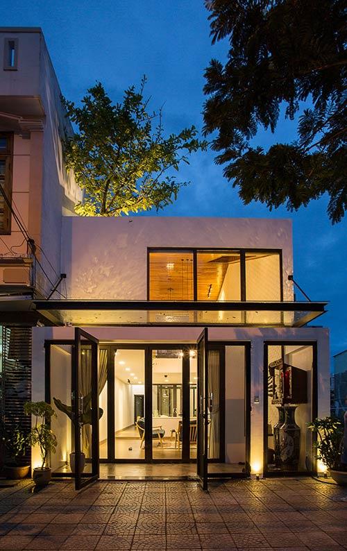 Ấn tượng nhà phố 2 tầng ở Hòa Xuân Đà Nẵng với mặt tiền kính - Nhà Đẹp Số (3)