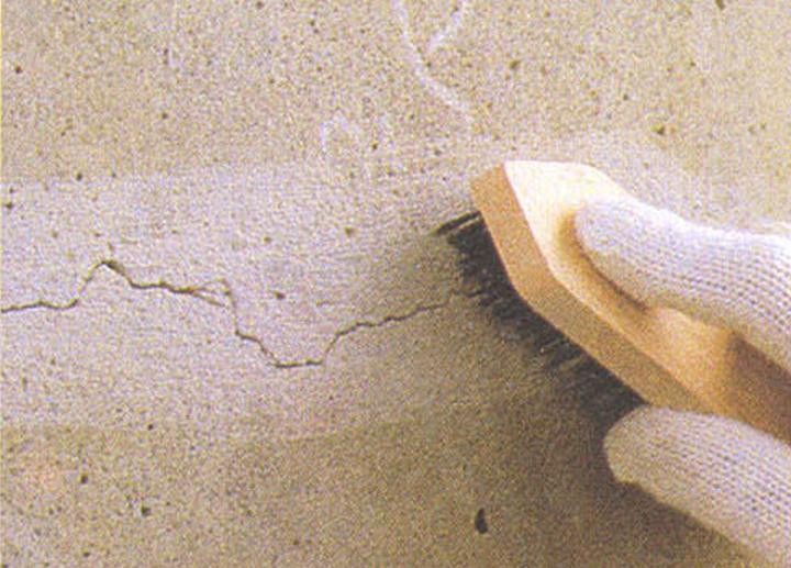 Xử lý bề mặt tường cũ trước khi thi công bột trét tường