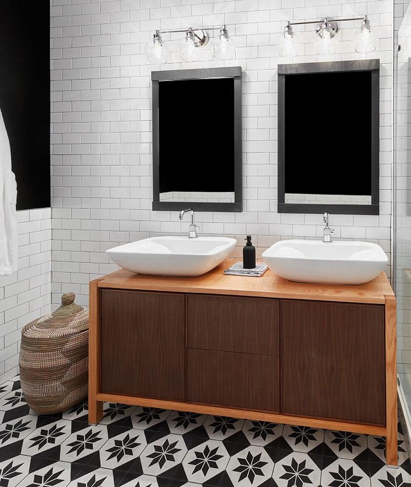 gạch bông phòng tắm đen trắng