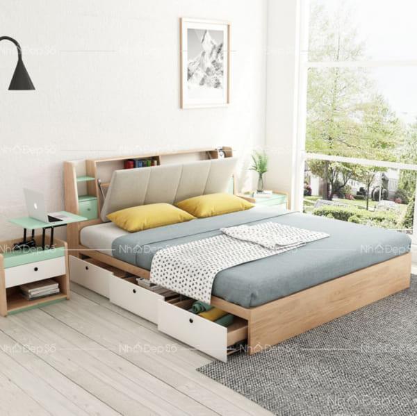 Giường ngủ tiện nghi cho phòng ngủ master.