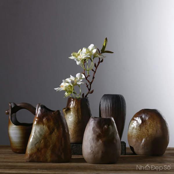 Bình hoa bằng gốm cao cấp tráng men phù hợp nhiều phong cách nội thất.