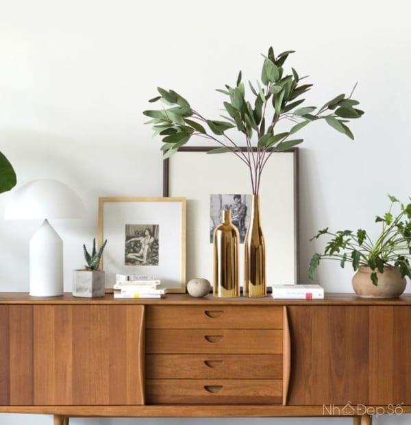 Những sản phẩm bình hoa mạ vàng đồng nâng tầm diện mạo cho phòng khách gia đình.