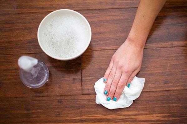 Tùy chất liệu nội thất mà bạn có mẹo lau chùi làm sạch phù hợp.