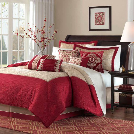 Trang trí phòng ngủ đơn giản với chăn ga gối, thảm hay rèm cửa sổ mua mới.