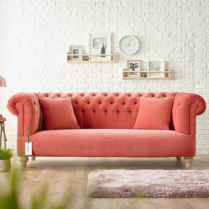 Không nên treo đồng hồ phía trên ghế sofa vì dễ gây tác động tiêu cực đến hệ thần kinh.