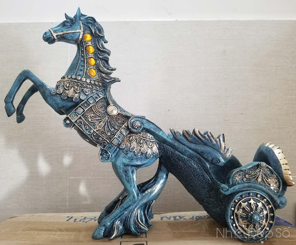 tượng ngựa giá rượu