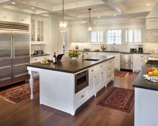 Mẫu tủ bếp đẹp có đảo phong cách tân cổ điển