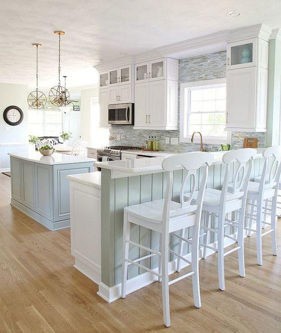 mẫu tủ bếp đẹp kết hợp bar phong cách tân cổ điển