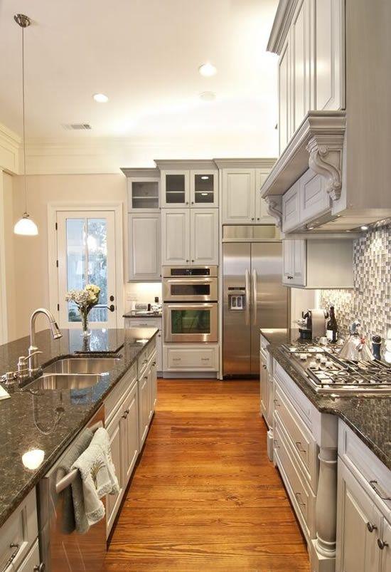 mẫu tủ bếp đẹp song song cổ điển