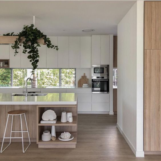 không gian bếp hiện đại và sang trọng bằng cách kết hợp tủ bếp vật liệu gỗ
