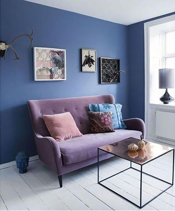 mẫu phòng khách màu xanh dương kết hợp màu tím