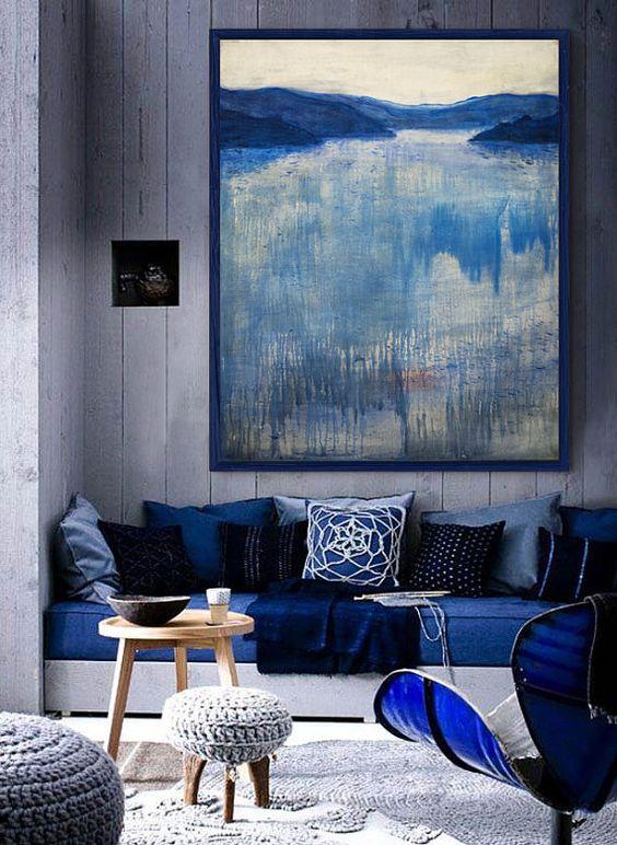 mẫu phòng khách sử dựng tranh treo tường màu xanh dương
