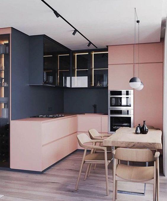 mẫu tủ bếp tông màu pastel kết hợp màu đen