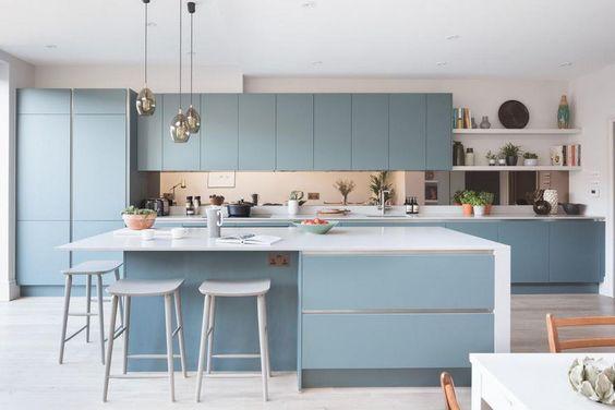 mẫu tủ bếp tông màu pastel kết hợp màu trắng