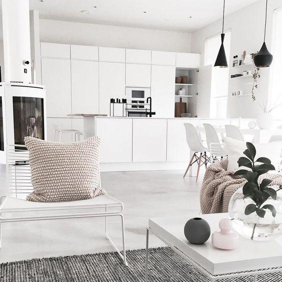 mẫu tủ bếp với gam màu trung tính hiện đại màu trắng, trắng ngà