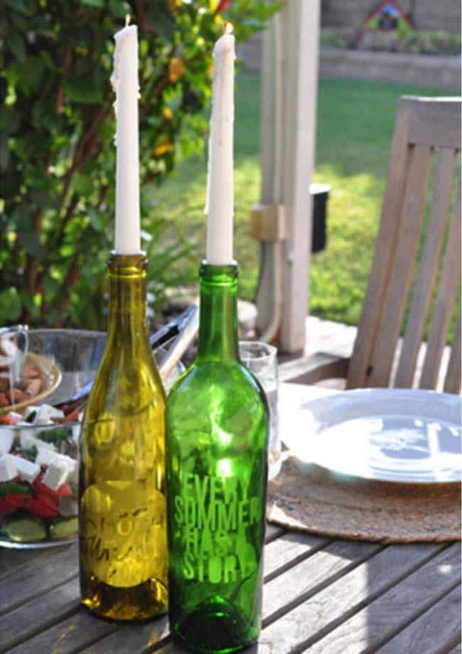 Giá để nến ấn tượng từ những chiếc chai thủy tinh