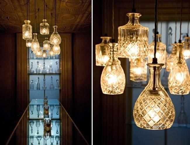 đèn chùm thả trần đẹp không kém gì ở cửa hàng chỉ bằng những chai thủy tinh cũ đã qua sử dụng