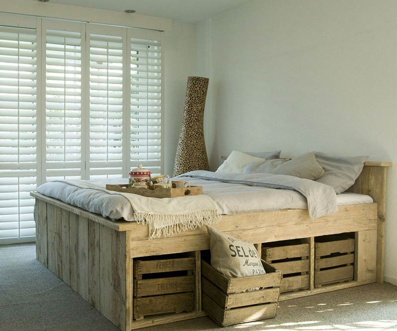 Kiểu giường gỗ này rất phù hợp với phòng ngủ theo phong cách rustic mộc mạc