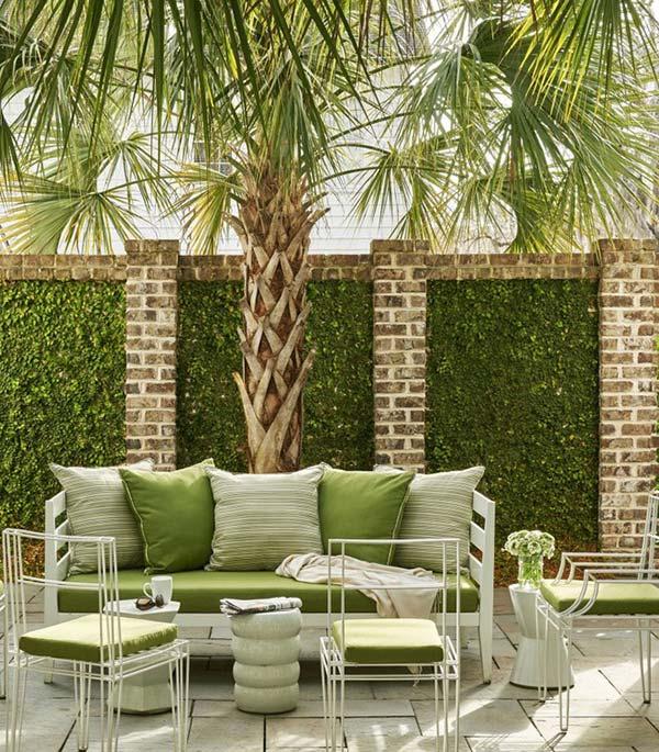tông màu xanh lá này sẽ giúp tạo ra góc thư giãn ngoài trời