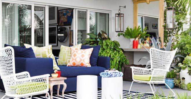 Trước hiên nhà đẹp của bạn chính là vị trí hoàn hảo để bạn thiết kế góc thư giãn ngoài trời.